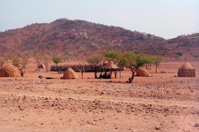 Un village himba près des chutes d'Epupa, dans la région de Kunene, dans le nord-ouest de la Namibie, en août 2019.