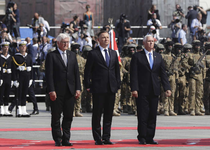 Le président allemand Steinmeier (gauche),et polonais Duda (centre), lors de la cérémonie du 80e anniversaire de l'invasion allemande.