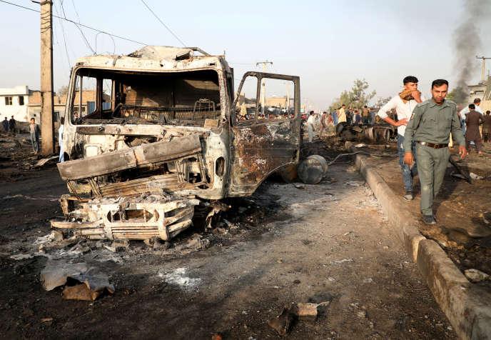 Sur le site de l'explosion survenue à Kaboul, dans la soirée du 2 septembre.