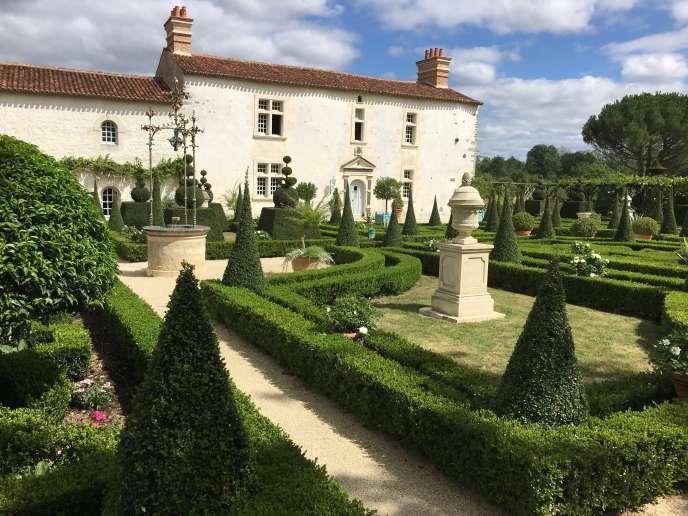 La« cour d'honneur», avec son jardin qui évoque la Renaissance italienne.