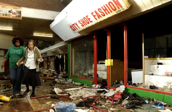 Un magasin de chaussures mis à sac à Germiston, dans l'est de Johannesburg (Afrique du Sud), mardi 3 septembre.