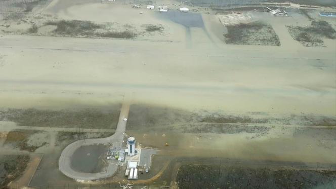 L'aéroport de Marsh Harbour, une ville des îles Abaco (Bahamas), le 3 septembre.