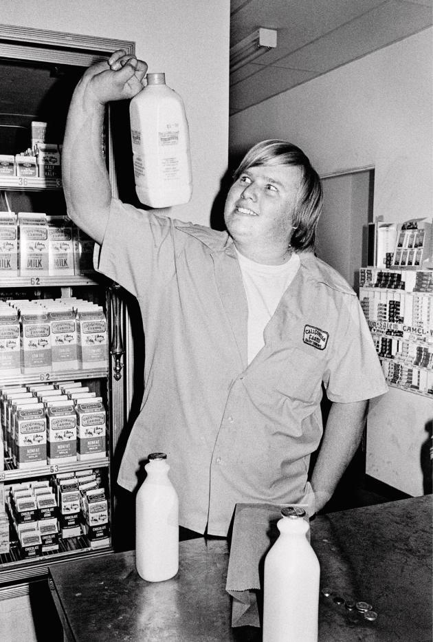 Alta Dena Market, Newhall, California, 1973 (série «College»).