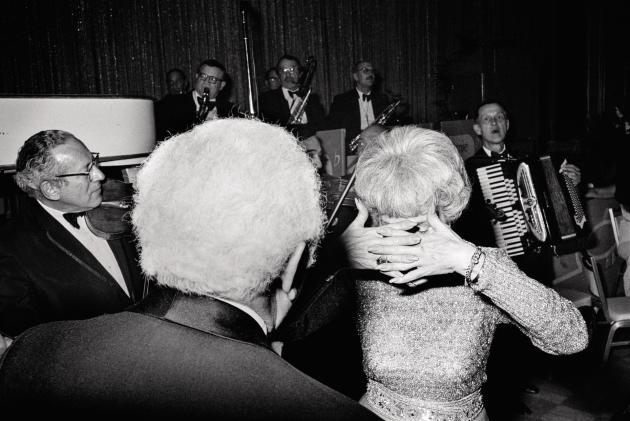 Couple dansant au Hilton, 1973 (série «Beverly Hilton»).