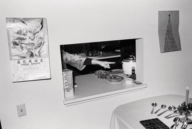 Préparation d'un repas de fête, 1973 (série «The Jangs»).