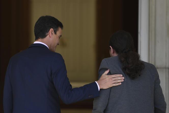 Pedro Sanchez et Pablo Iglesias à Madrid, le 7 mai.