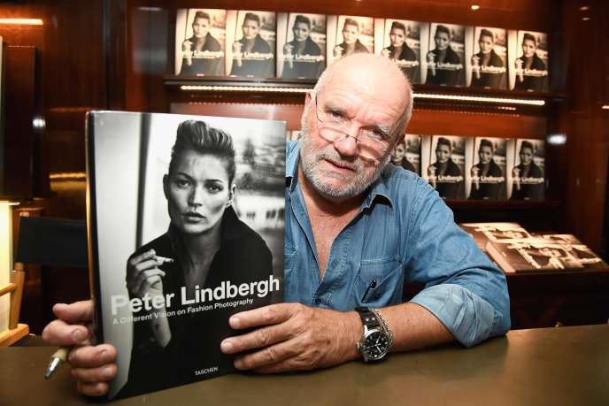 Le photographe allemand Peter Lindbergh, le 20 septembre 2016, à Londres, présentant son livre « A Different Vision on Fashion Photography ».