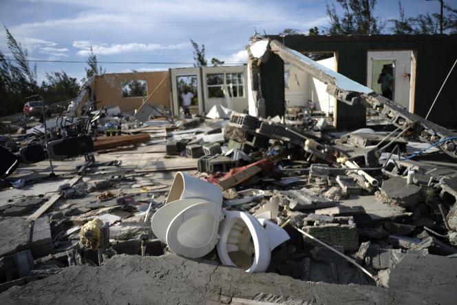 Les débris d'une maison dévastée par le passage de l'ouragan Dorian, à Freeport, aux Bahamas, le 4septembre.