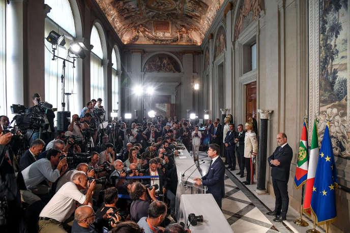 Giuseppe Conte annonce la composition du nouveau gouvernement à la presse, au palais du Quirinal, à Rome, le 4 septembre.