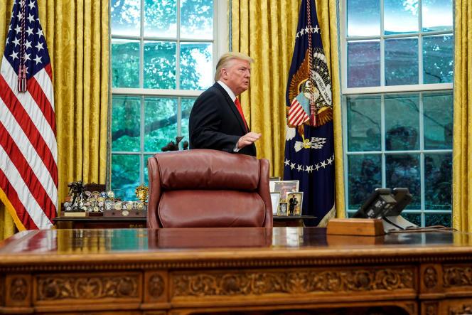 Le président américain Donald Trump quitte le bureau Ovale à Washington, le 5 septembre.
