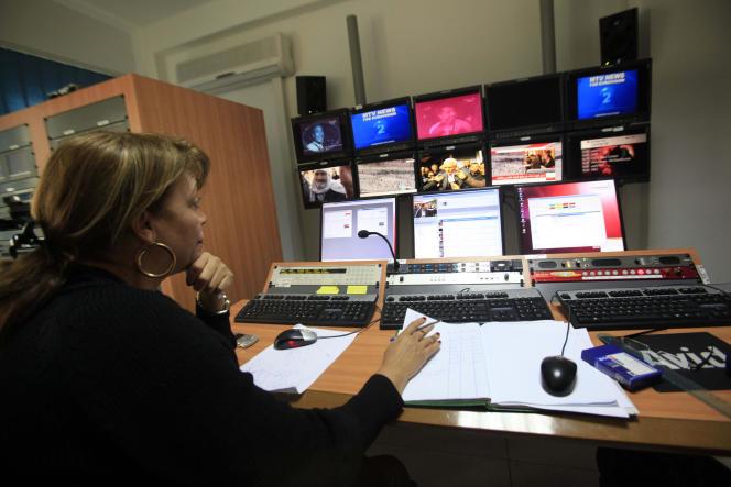 Dans le bureaux de la télévision nationale tunisienne, à Tunis, en février 2011.