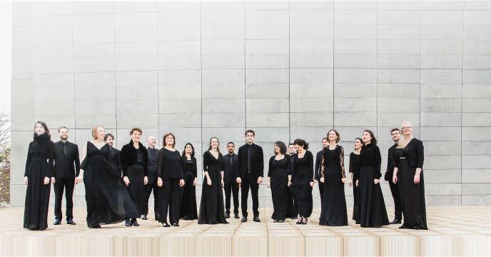 Ensemble vocal Les Métaboles : des chanteurs professionnels spécialisés dans le répertoire pour chœur a cappella des XXe et XXIe siècles.