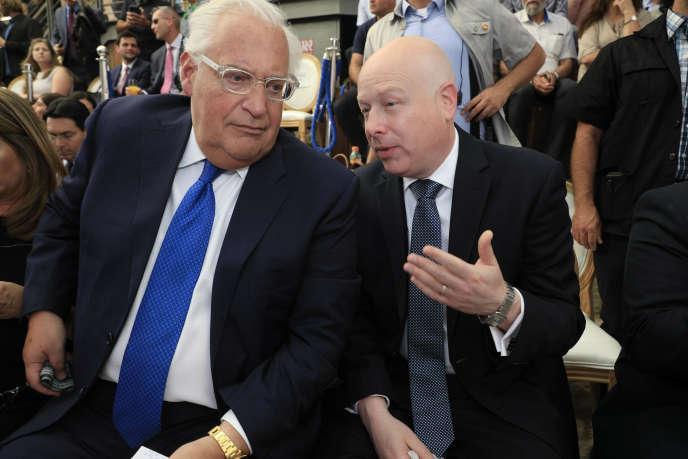 David Friedman (gauche),l'ambassadeur des Etats-Unis en Israël, etJason Greenblatt (droite), à Jérusalem-Est, le 30 juin.