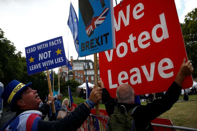 «Le Royaume-Uni est, comme tous les autres, un pays sous appréciation – sous surveillance ? – des agences de notation financières. » (Photo: pro et anti-Brexit, à Londres, le 5septembre.)