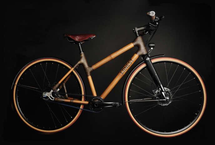 Valentin Diot, fondateur d'Ernest Cycle, a imaginé un vélo composé à plus de 90% de matériaux naturels – bambou, fibre de lin et résine biosourcée – à monter soi-même.