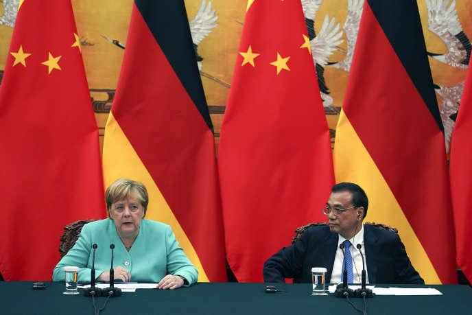 La chancelière allemande, Angela Merkel, au côté du premier ministre chinois, Li Keqiang, le 6 septembre à Pékin.