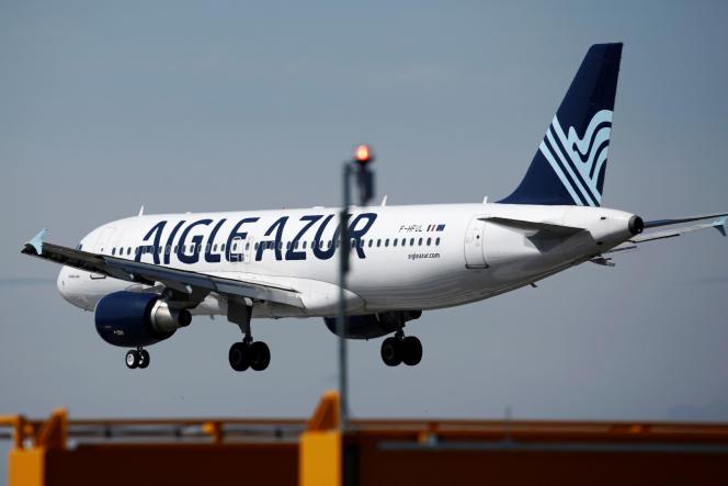 Un Airbus A320-214 d'Aigle Azur à l'aéroport d'Orly, près de Paris, le 6 septembre.