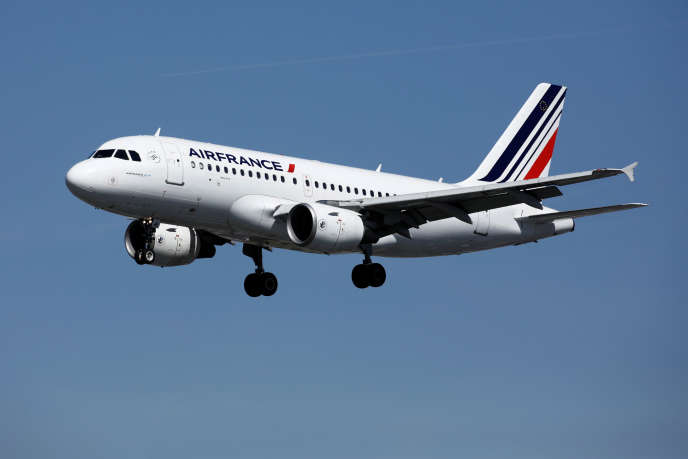 Un Airbus A319 d'Air France atterrit à Orly, le 6septembre 2019.