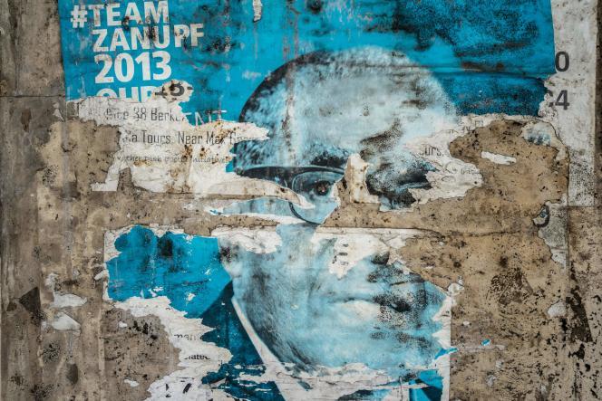 Un poster électoral de l'ex-président du Zimbabwe, Robert Mugabe, à Bulawayo, le6septembre.