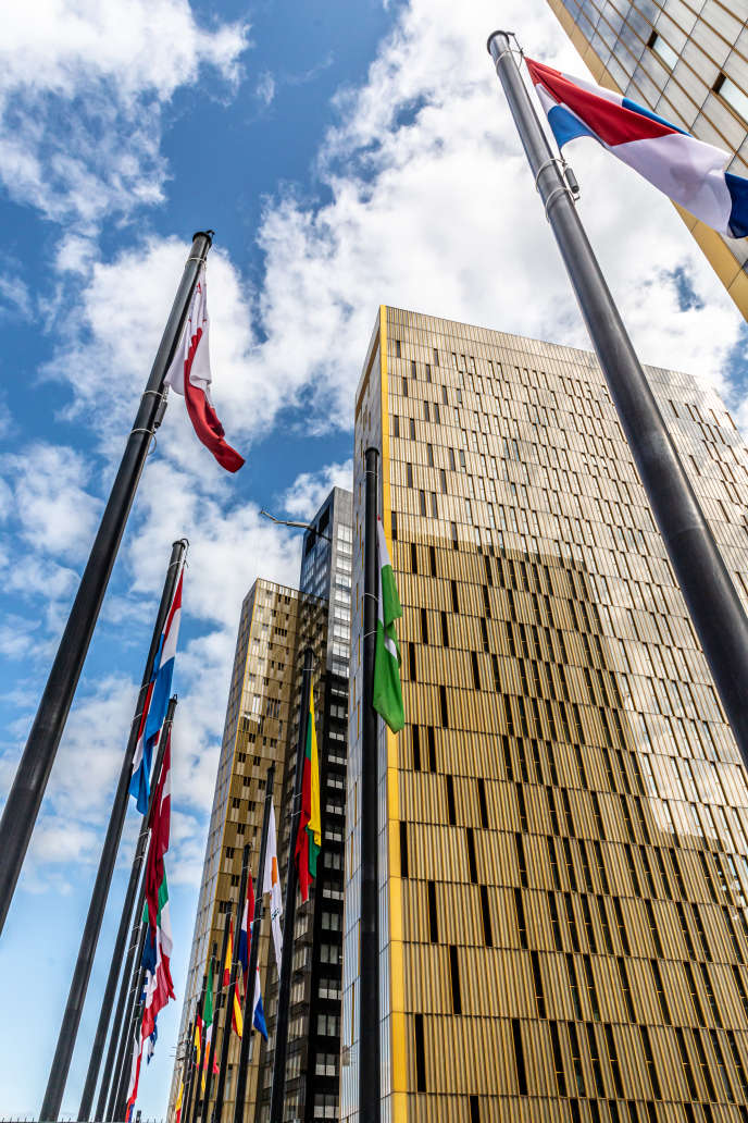 Les trois tours de la Cour de justice de l'Union européenne, au Luxembourg. Celle du fond, noire et dorée, sera inaugurée le 19 septembre 2019.