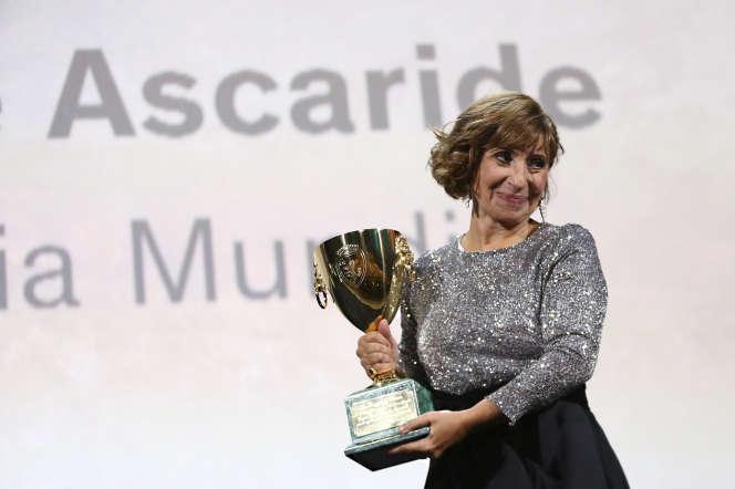 Ariane Ascaride reçoit le prix d'interprétation féminine au Festival deVenise, le 7 septembre.