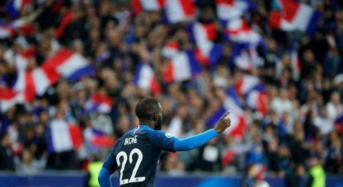 Jonathan Ikoné après avoir inscrit son premier but en équipe de France, le 7 septembre.