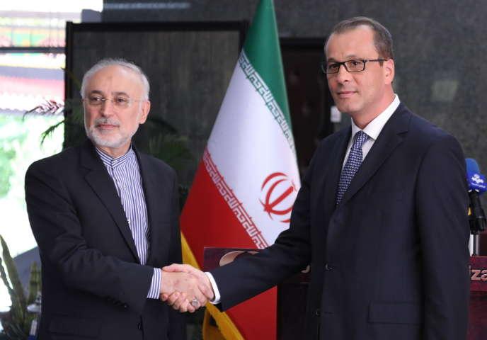 Le chef de l'Organisation iranienne de l'énergie atomique (OIEA), Ali Akbar Salehi, et le directeur général de l'Agence internationale de l'énergie atomique (AIEA),Cornel Feruta, dimanche 8 septembre, à Téhéran.