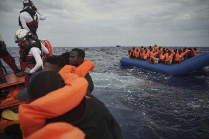Des migrants au large de la Libye, le 8 septembre.