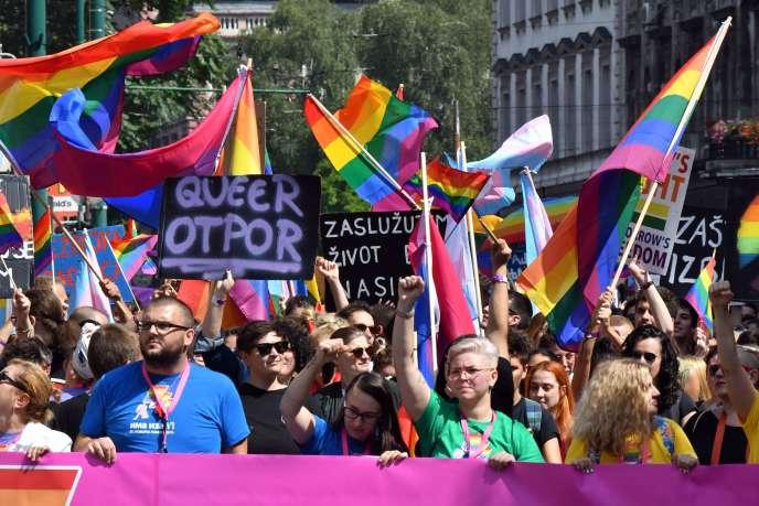 Plus de 2000 personnes de différentes tendances sexuelles ont participé à la Marche des fiertés à Sarajevo le 8 septembre 2019.