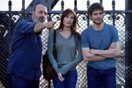 Cédric Klapisch (à gauche) avec Ana Girardot et François Civil sur le tournage de son film«Deux moi» à Paris.
