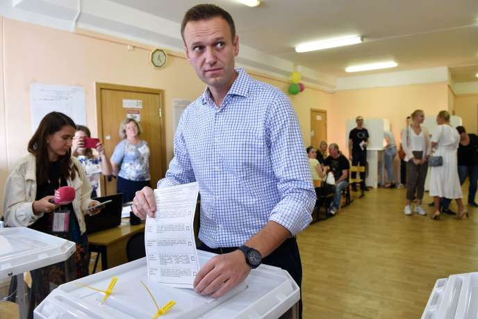 Le leader de l'opposition russeAlexeï Navalny vote à Moscou le 8 septembre.