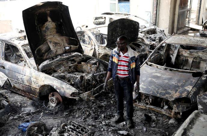 Une concession automobile appartenant à un Nigérian incendiée à Johannesburg, le5septembre2019.