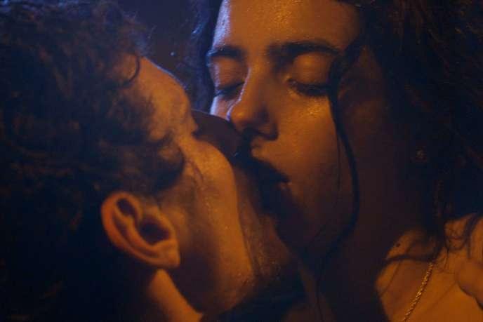 Rémi (Jérémie Laheurte) et Lila (Hafsia Herzi) dans«Tu mérites un amour».