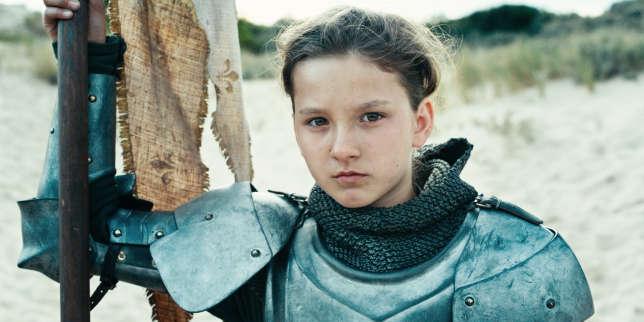 """Cinéma Dans """" Jeanne """", Bruno Dumont filme le procès de la pucelle guerrière, incarnée par Lise Leplat Prudhomme. Tout ici fait signe vers un ailleurs qui le transcende, le film lui-même semble s'être fait enluminure. Notre avis : à ne pas manquer."""
