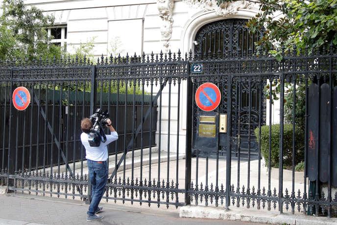 L'immeuble du 22, avenue Foch, dans le 16e arrondissement de Paris, où est situé l'appartement de Jeffrey Epstein.