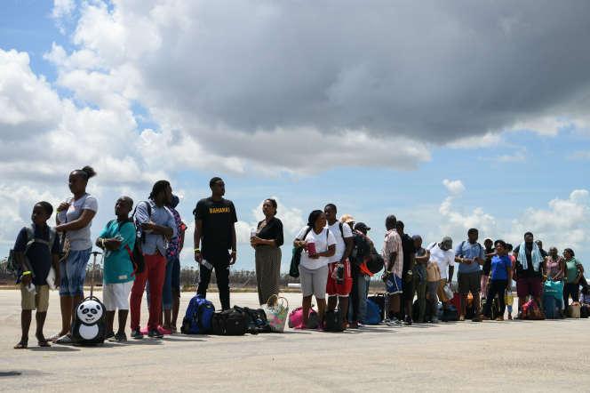Des habitants des îles Abacos sont évacuésaprès le passage de l'ouragan Dorian, le 8 septembre.