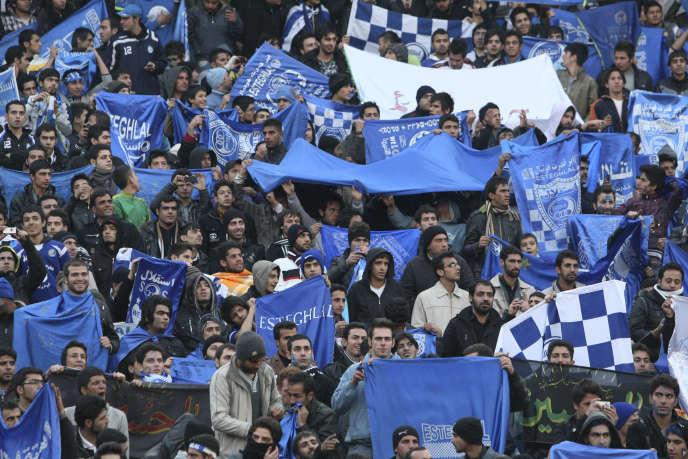 Des supporteurs d'Esteghlal en décembre 2011.