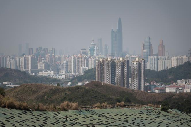 Alors que la croissance de Hongkong affiche 2 % à 3% par an, celle de Shenzhen, sa voisine située en Chine continentale, de l'autre côté de la frontière, atteint plus de 7%.