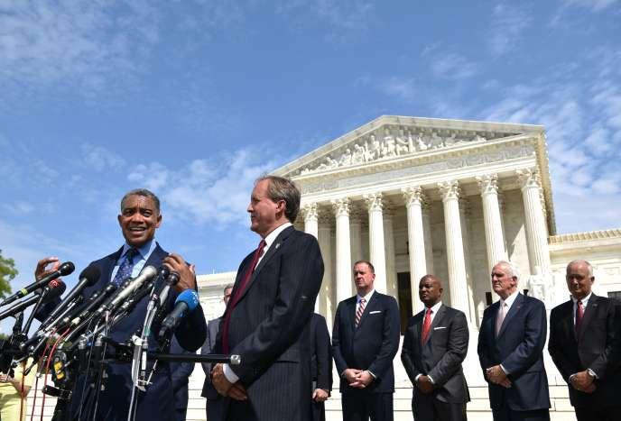 Les procureurs des Etats fédérés, dont Ken Paxton (deuxième en partant de la gauche), à Washington, le 9 septembre.