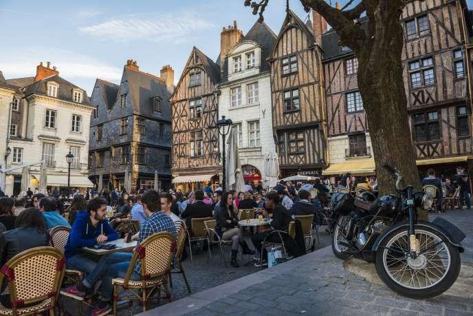 La Place Plumereau, au coeur du vieux Tours, en Indre et Loire.
