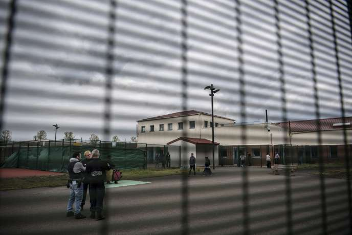 Un centre de rétention, au Mesnil-Amelot (Seine-et-Marne), le 6 mai.