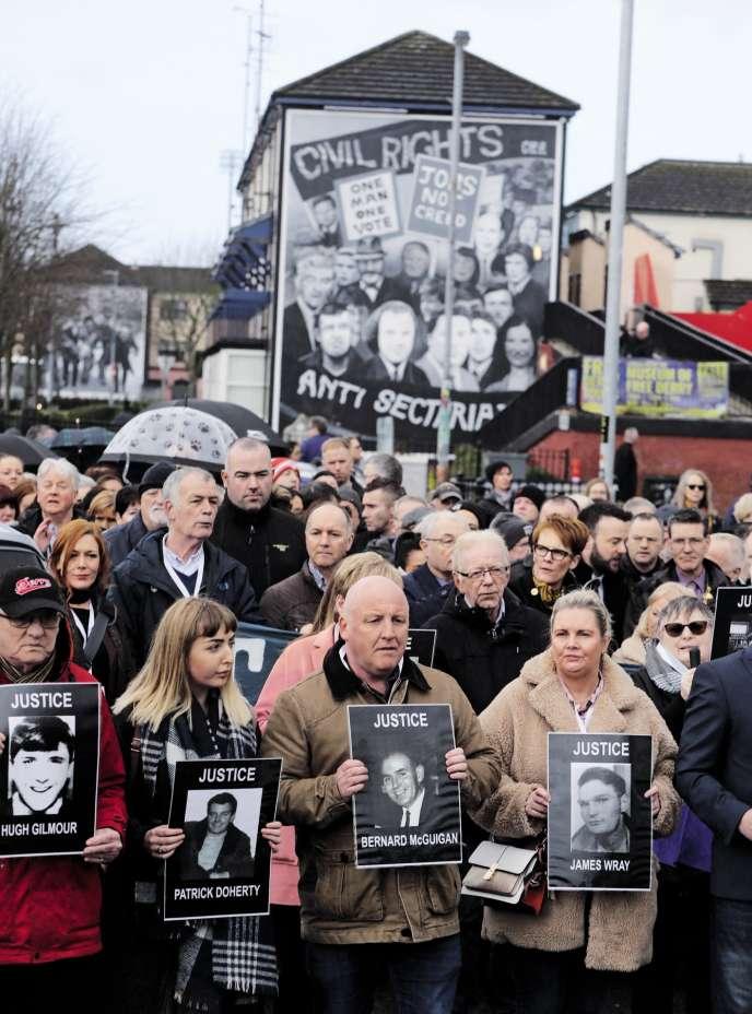 Lors d'une manifestation à Derry, en Irlande du Nord, en mars.