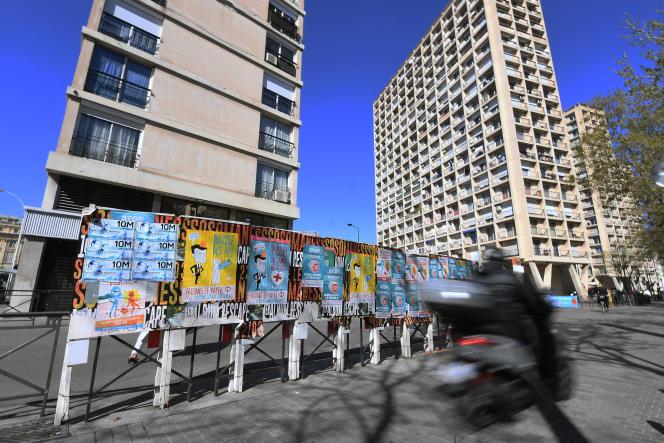 Panneaux d'affichage en amont des élections européennes, à Marseille, le 4 avril.