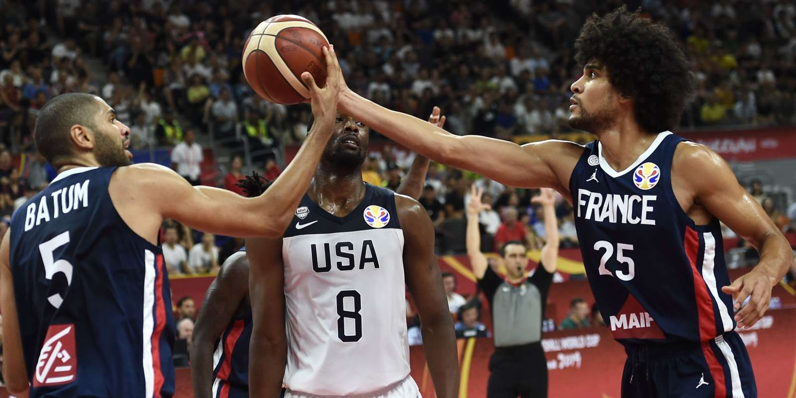 France's Nicolas Batum (L) and Louis Labeyrie handle the ball as Harrison Barnes (C) of the US watches during the Basketball World Cup quarter-final game between US and France in Dongguan on September 11, 2019. / AFP / Ye Aung Thu