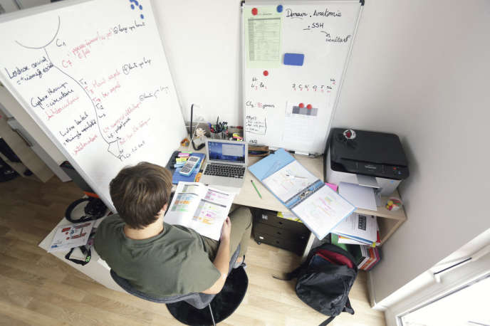 Destinées en priorité aux étudiants boursiers, les résidences universitaires proposent des chambres à partir de 200 euros par mois.
