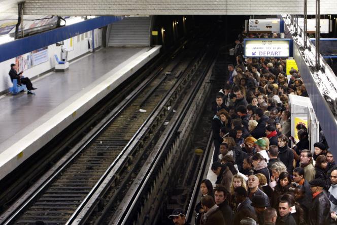Le métro parisien, station Châtelet, le 14 novembre 2007, jour de grève à la RATP.