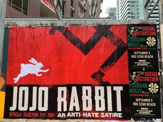 L'affiche du film de Taika Waititi, «Jojo Rabbit», dans une rue de Toronto (Canada), le11septembre2019.