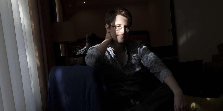 Portrait de Edward Snowden dans une chambre d'hôtel à Moscou le 17 septembre 2015   Edward Snowden, est un informaticien américain, ancien employé de la Central Intelligence Agency ( CIA ) et de la National Security Agency ( NSA )