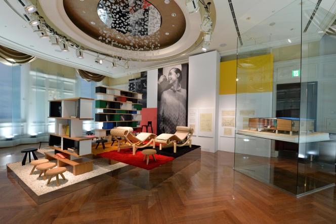 Un intérieur aménagé avec des créations de l'architecte et designer Charlotte Perriand lors de l'exposition«Timeless Muses»de Louis Vuitton, à Tokyo, le 29 août, 2013.