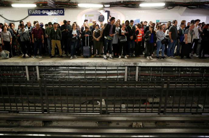 Des passagers attendent un métro à la gare du Nord, le 13 septembre.